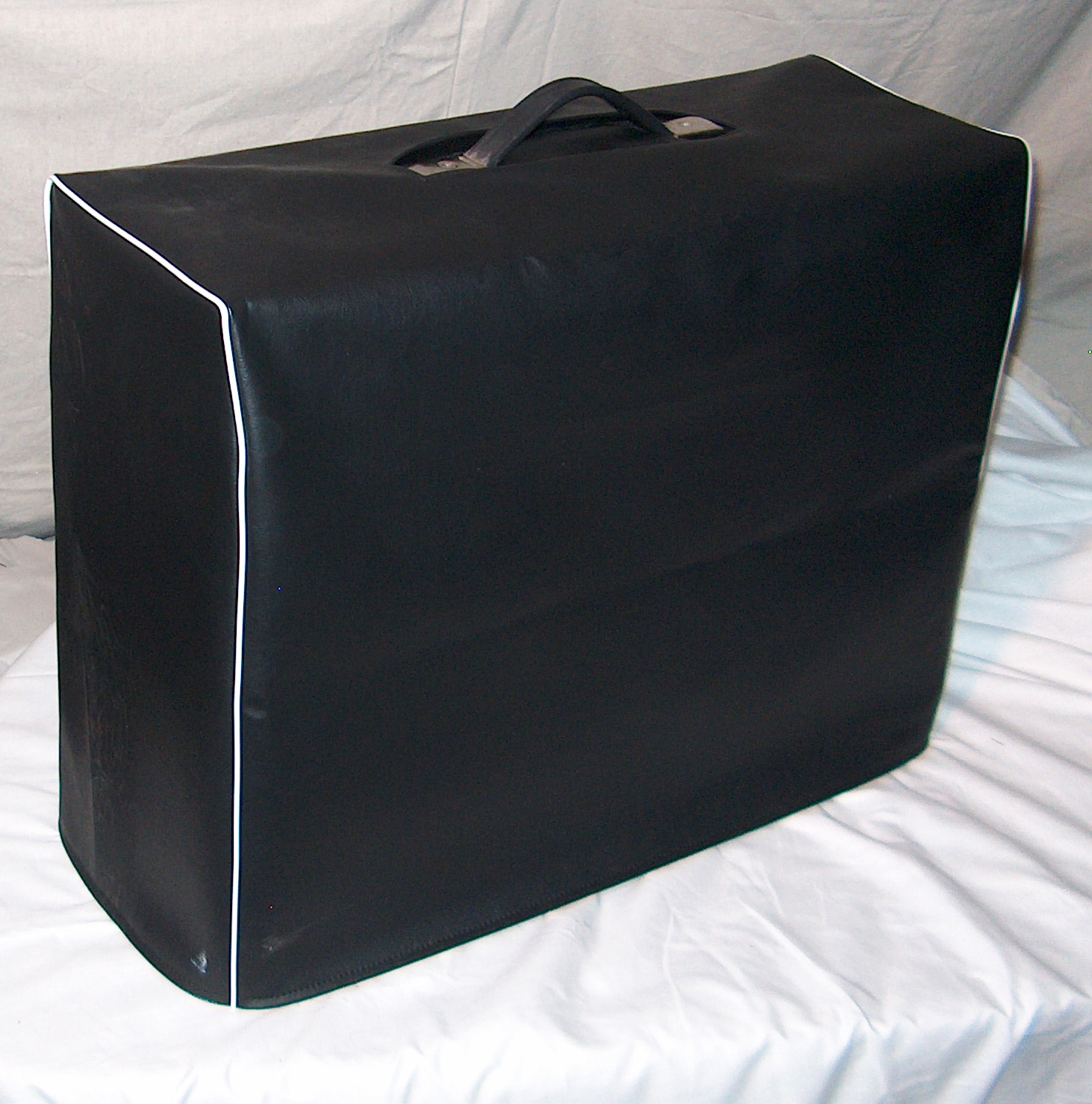 Example of black vinyl cover with white piping